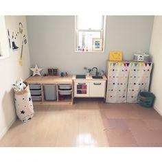 tsukasa.u.uさんの、ジョイントマット,IKEA,子ども部屋,子どもと暮らす。,3歳,男の子,星型ライト,部屋全体,のお部屋写真