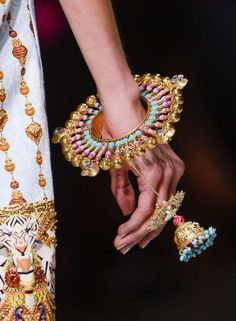 manish-arora-amrapali-queen-of-hearts-bangle3a1