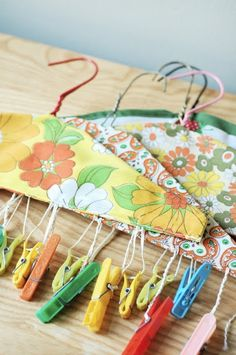 Vintage hanger with clothes pins for scarves - Parsimonia {Secondhand With Style}: Style Spots: Thrift Stores Rule