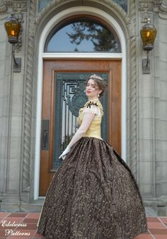 This ballgown features lace at the sleeves and a gigantic skirt made of contrasting fabric. Sound Of Music Costumes, Elegant Ball Gowns, Vintage Dresses, Patterns, Princess, History, Celebrities, Lace, Fabric