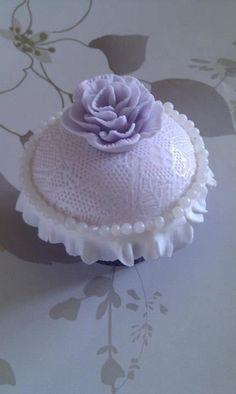 Vintage Lace Effect Cupcake