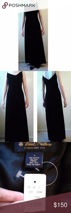 """NWT Brooks Brothers sleeveless velvet evening gown Brooks Brothers evening gown: - Sleeveless velvet evening gown - Super plush silk-blend velvet: 82% rayon, 18% silk - Floor/maxi length - Perfect for formal, black tie, white tie occasions - Camisole-style sleeves - Fully-lined - New with tags, but the price tag has been ripped.  Approx. Measurements: - size 2 - waist=28"""" - bust=33"""" - length=41"""" Brooks Brothers Dresses Prom"""
