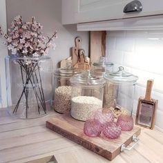 Innom for å ønske dere en herlig kveld Kitchen Countertop Decor, Home Decor Kitchen, Kitchen Interior, Home Kitchens, Kitchen Organisation, Organization, Decoration Bedroom, Diy Decoration, Küchen Design