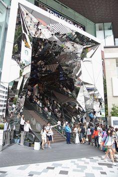 Mind-bending Mirrored Entranceway in Japan