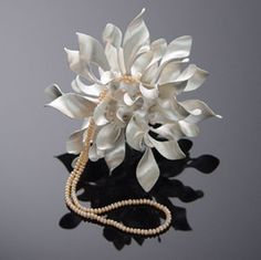 Piece: Untitled, 925 o/oo silver, fresh water pearls. 11 x 11 x 11 cm. Photo by: Chao-Hsien Kuo. Jewelry Crafts, Jewelry Art, Silver Jewelry, Fine Jewelry, Jewelry Design, Unique Jewelry, Contemporary Jewellery, Bracelets For Men, Jewels