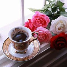 Morning coffee ☕ and roses 🌹 what could be better? Coffee And Books, I Love Coffee, Coffee Art, My Coffee, Coffee Drinks, Coffee Cups, Tea Cups, Brown Coffee, Good Morning Coffee