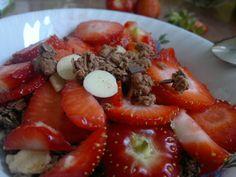 Lecker Erdbeer Schoko Müsli. Zum Abnehmen Frühstück weglassen?