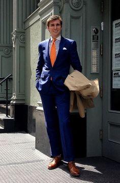 Cobalt blue suit with contrasting orange tie Preppy Men, Preppy Style, Style Me, Shirt And Tie Combinations, Color Combinations, Cobalt Blue Suit, Blue Suits, Blue Suit Style, Suit Fashion