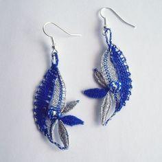 Tmavě modré lístečky Lace Earrings, Lace Jewelry, Jewelery, Bobbin Lacemaking, Types Of Lace, Bobbin Lace Patterns, Crochet Needles, Lace Heart, Needle Lace