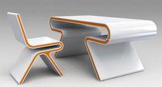 Futuristischer Schreibtisch-Omega
