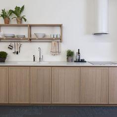 White Oak Kitchen, Wooden Kitchen, Kitchen Dining, Kitchen Island, Oslo, Kitchen Shelves, Kitchen Cabinets, Black Wall Shelves, Open Shelves