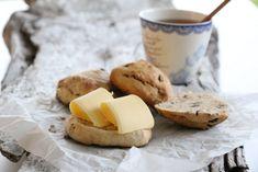 SCONES MED SPELT, NØTTER OG ROSINER Scones, Camembert Cheese, Dairy, Bread, Recipes, Food, Rezepte, Meals, Breads
