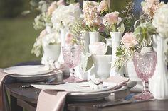 Gama de rosa pastel con blanco para tu montaje. ¡Lucirá dulce y fresco!