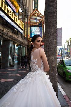 Vestido de noiva em corte princesa da marca Pollardi #casamentoscombr #casamentos #casamentosbrasil #wedding#bride #noivas #vestidodenoiva #noiva #modanupcial  #Pollardi #costasdovestido