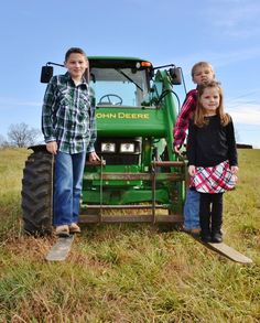 #tractor #siblings #farm #familyphotography #photography #barlowgirls #barlowgirls #barlowgirlsphotography