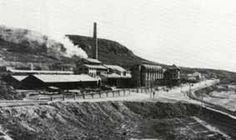 Fotografía de los años 30 del siglo XX donde vemos la actual fábrica de Cementos de La Araña.
