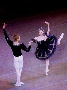 "<<Olesya Novikova and Leonid Sarafanov in ""Grand Pas Classique"" (Mariinsky Ballet) # Photo © Olga Mashnina>>"