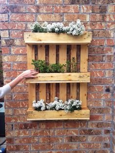 Little gardening outside with pallet - diy gardening outdoor