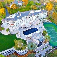 Mansions homes Dream house mansions Rich people lifestyle Mansions luxury Modern mansions House goals Dream Home Design, My Dream Home, House Design, Mega Mansions, Mansions Homes, Luxury Mansions, Celebrity Mansions, Celebrity Houses, Dream Mansion