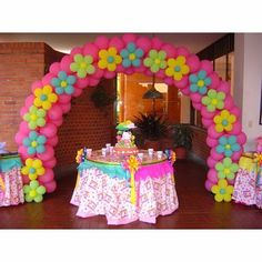 Colorful flower arch made from balloons Trolls Birthday Party, Moana Birthday Party, Troll Party, Pig Birthday, 3rd Birthday Parties, Birthday Balloons, Balloon Decorations Party, Birthday Party Decorations, Party Themes