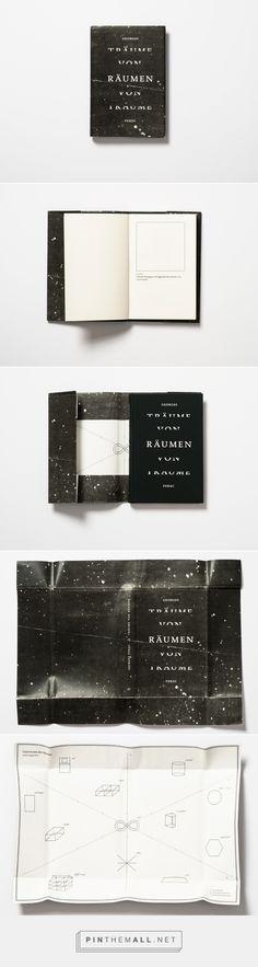 GEORGE PEREC. L'ouvrage Espèces d'espaces, réinterpreté par la graphiste d'Hambourg, Katrin Grimm. La couverture est noire, et ce qui intéressant ici, ce sont les deux visions de l'espace qui y sont représentées. Au recto, l'espace au sens intergalactique, au verso, l'espace au sens géométrique.