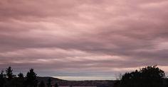 Skrivebordsbakgrunn: Rødlige skyer / Reddish clouds