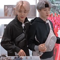"""yoonmin holding hands is a form of Art at this point"" Bts Tae, Jungkook Jimin, Yoongi, Bts Bangtan Boy, Namjin, Taekook, K Pop, Flipagram Video, Yoonmin Fanart"
