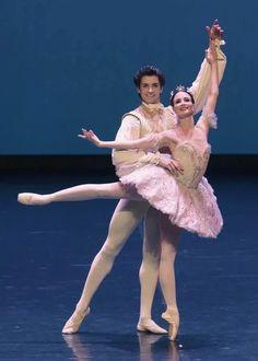 Royal Ballet Lauren Cuthbertson and Reece Clarke in Sleeping Beauty PDD - Photo credit: SIBC