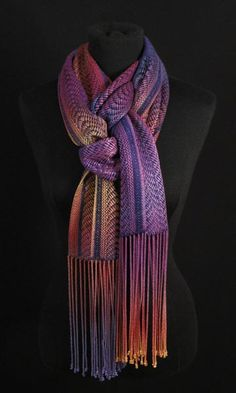 This is an interesting way to tie a scarf. Saving for reference.