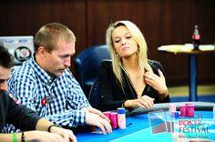 Charitativní turnaj PokerStars.net vynesl Nemocnici Na Bulovce 40.000 Kč! V Card #Casinu #Prague odstartoval Czech #Poker Festival 2013. Úvodní #charitativní event pod hlavičkou PokerStars.net vynesl vybraným nadacím 171.000 Kč, z toho #Nemocnici Na #Bulovce částku 40.000 Kč! Už třetího ročníku PokerStars.net Charity Eventu se letos zúčastnilo 15 hráčů. Hokejisty NHL z let minulých vystřídali za stoly ostřílení #profesionálové a také přední české #celebrity.