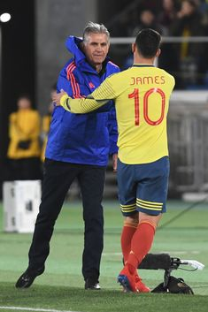 Carlos Queiroz,coach and James Rodriguez of Colombia shake hands during the international friendly match between Japan and Colombia at Nissan Stadium on March 2019 in Yokohama, Kanagawa, Japan. Get premium, high resolution news photos at Getty Images James Rodriguez, Nissan Stadium, James 10, Football Boys, Shake Hands, Yokohama, Soccer Players, Fifa, Japan Photo