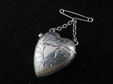 Impresionante Raro Victoriano Plata Maciza corazón en forma de Vesta caso…