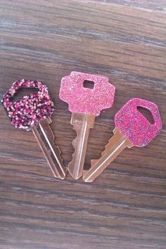 Paint your keys so that you can tell which key is for which lock.
