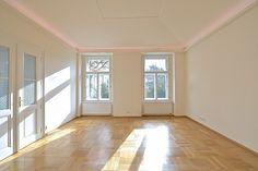 Kvalitní, kompletně nově zrekonstruovaný byt se zachovanými původními prvky, situovaný ve zvýšeném přízemí VILY OSVĚTA, kompletně zrekonstruované historické budovy, ve které se narodil a žil Jan Masar... Janus, Windows, Ramen, Window