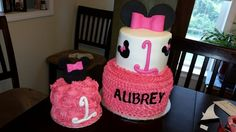 Minnie Mouse cake and smash
