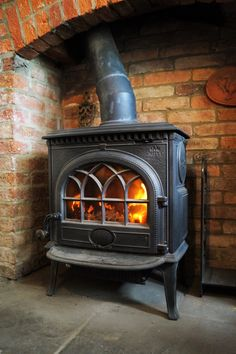 We love our Jotul F3 Cleanburn, this one works hard behind the scenes to keep us warm in the office throughout the winter! #Jotul #unsunghero