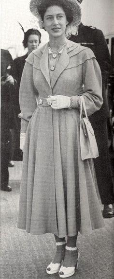 1960s Dresses, Vintage Dresses, Vintage Outfits, 1940s Fashion, Royal Fashion, Vintage Fashion, Vivien Leigh, Elizabeth Taylor, 1940s Looks