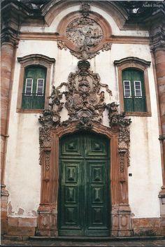 Portal. Igreja São Francisco de Assis. Ouro Preto, Minas Gerais