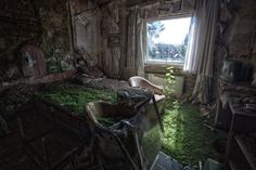 Urban ruins: Abandoned hotel in Erfurt Germany (Photo by Michael Mehrhoff) Abandoned Buildings, Abandoned Places, Abandoned Castles, Abandoned Malls, Derelict Places, Abandoned Property, Abandoned Mansions, City Buildings, Carolina Do Sul