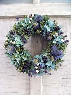 Discover thousands of images about Natural Wreath, Christmas Wreath, Evergreen Wreath, Farmhouse Christmas, Rustic Christmas Christmas Door Wreaths, Christmas Flowers, Autumn Wreaths, Holiday Wreaths, Christmas Decorations, Wreath Crafts, Diy Wreath, Corona Floral, Wreaths And Garlands