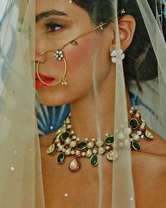 Could get makeup be anymore perfect for the bride opting for a natural look? #motd #bridal #kundan #necklace #shaadibazaar #wedding #indianwedding