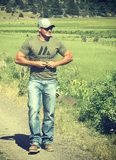 Hot Country Men, Cute Country Boys, Sexy Military Men, Just Beautiful Men, Cowboys Men, Scruffy Men, Hunks Men, Cowboy Outfits, Country Girl Quotes