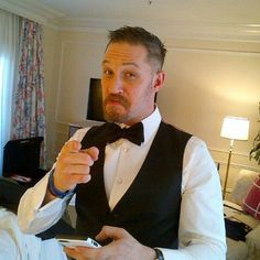 Tom Hardy pre oscars 2016..... Kinda looks like Robert De Niro ❤