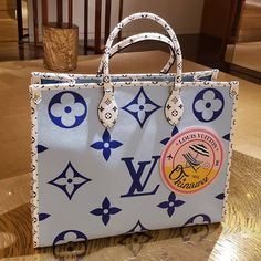 In honor of Okinawa, which is a beautiful holiday destination in Japan, Louis Vuitton designed a series of limited edition handbags. Okinawa, Louis Vuitton Neverfull, Louis Vuitton Handbags, Purses And Handbags, Ladies Handbags, Vuitton Bag, Designer Bags Online, Designer Totes, Designer Handbags
