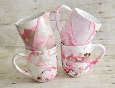 This year, I wanted to make sure, that handmade looked as nice as any store bought gift. These lovely personalized marbled mugs are just perfect.
