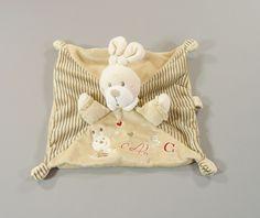Doudou plat lapin velours beige rayé motifs brodés lapin et lettres Nicotoy