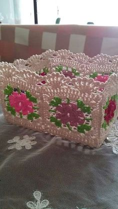 This Pin was discovered by Ayl Crochet Box, Crochet Squares, Crochet Granny, Crochet Doilies, Knit Crochet, Crochet Home Decor, Crochet Crafts, Crochet Projects, Crochet Leaves