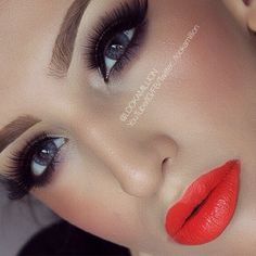 I don't wear a lot of make up, but this is pretty. Glam.....