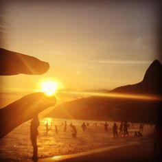 Um belo fim de tarde, uma bela praia, um belo registro no #portalorio! Lindíssima impressão do leitor Fellipe Galvão Giagio em Ipanema, Zona Sul carioca. Veja: http://portalorio.com.br/ilusao-de-otica-em-ipanema-impressao-de-fellipe-galvao-giagio/