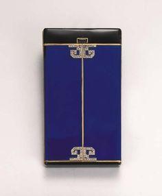 NECESSAIRE ART DECO, PAR LACLOCHE FRERES  De forme rectangulaire en émail noir, le couvercle ouvrant en deux parties émaillées bleu appliquées de motifs géométriques sertis de petits diamants taillés en roses, l'intérieur dévoilant un étui à cigarettes, un miroir et un peigne en écaille, monture en or, 8.5 cm., porte également des poinçons anglais d'importation pour 1928